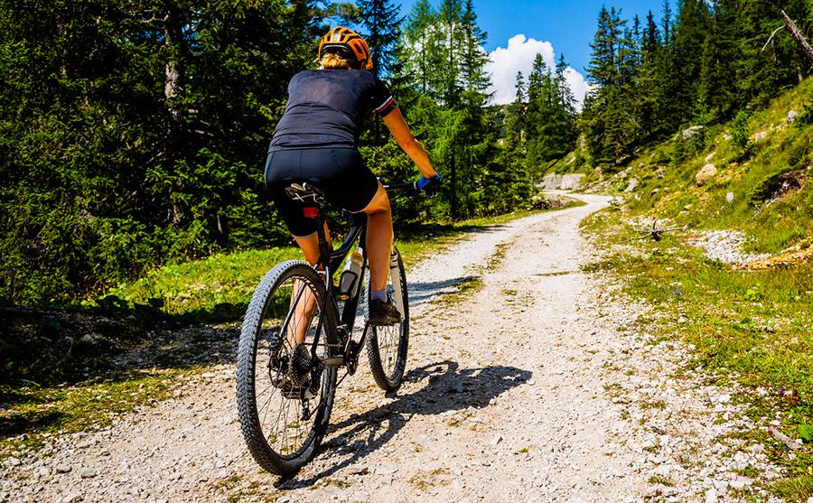 Fietser mountainbike bergen